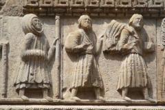 particolare bassorilievo pellegrini